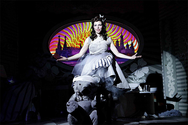 Алиса Хазанова на сцене