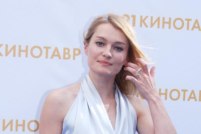 Актриса Виктория Толстоганова