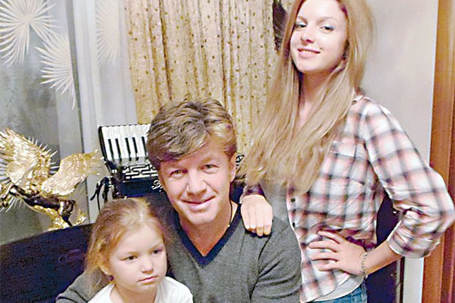 Феликс Царикати с дочерьми
