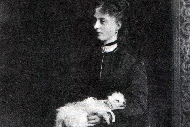 Екатерина Долгорукова с собачкой