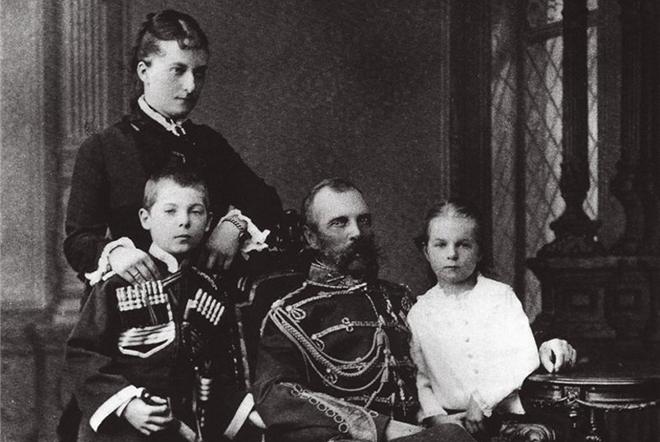 Александр II и Екатерина Долгорукова с детьми