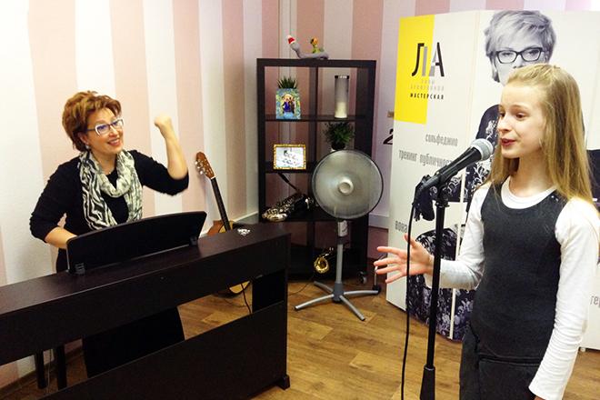 Лина Арифулина в своей мастерской