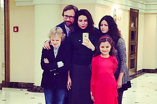 Алиса Хазанова с семьей