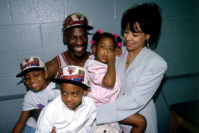 Майкл Джордан с первой женой Хуанитой и детьми