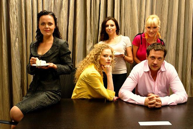 Алиса Хазанова с актерами сериала