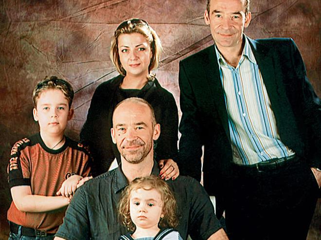 Юрий Торсуев с семьей и братом