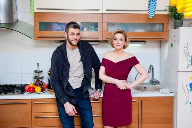 Елена Полянская и Дмитрий Белякин в мини-сериале «Открытое окно» в 2018 году