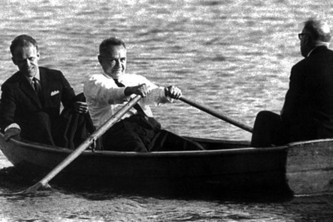 Алексей Косыгин в лодке