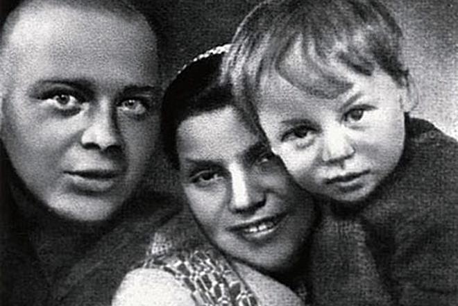 Аркадий Гайдар с женой