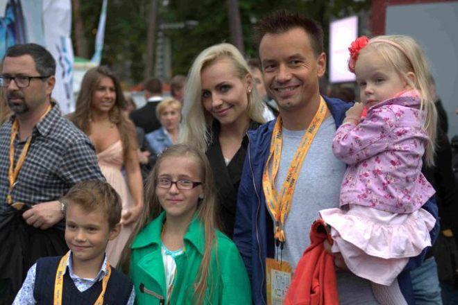 Алексей Серов с бывшей супругой и детьми