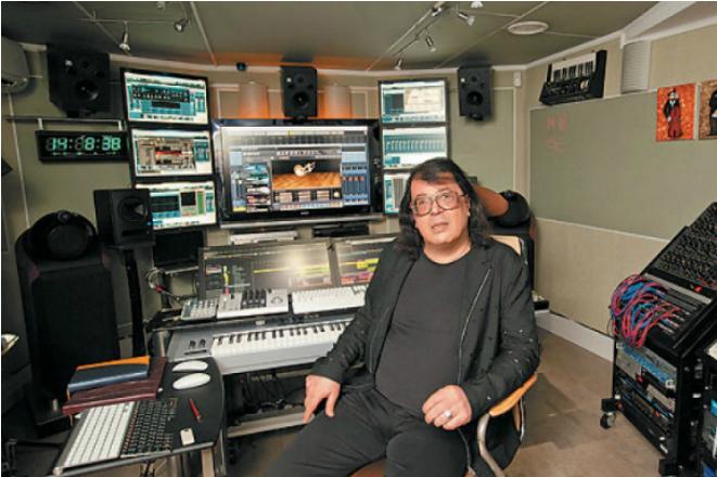 Игорь Корнелюк в студии