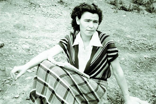 Наина Ельцина в молодости