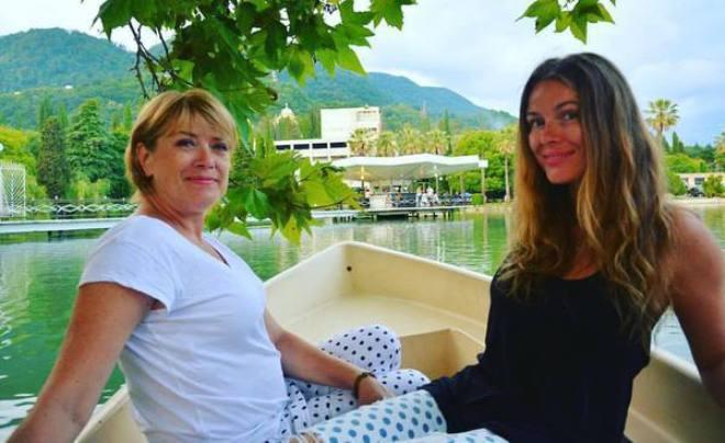 Виктория Маслова с мамой