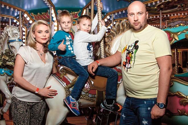 Ксения Новикова и Алексей Сорокин с детьми