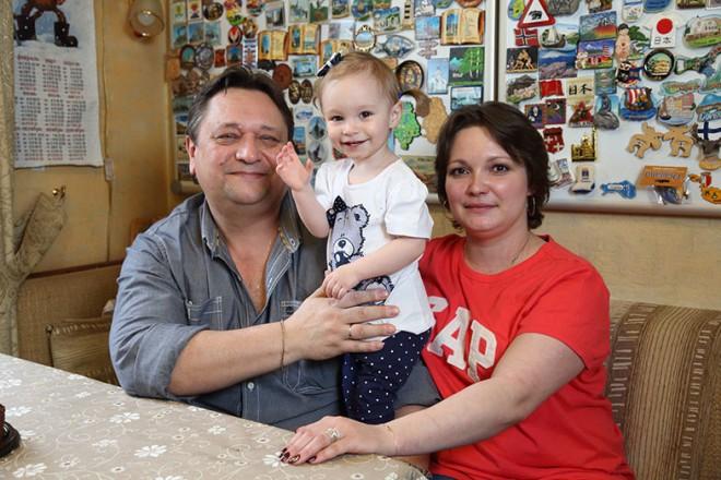 Александр Клюквин с женой и дочкой