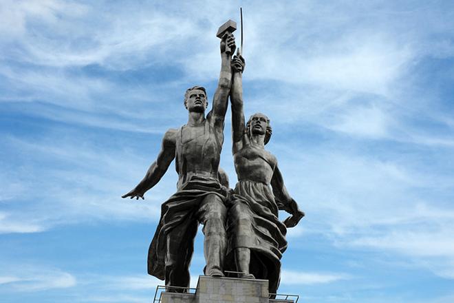 Сергей Столяров стал прототипом для скульптуры Веры Мухиной «Рабочий и колхозница»