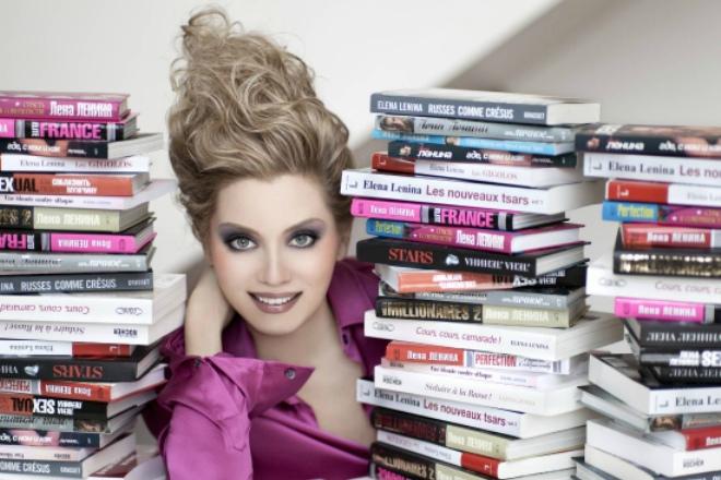 Лена Ленина с книгами