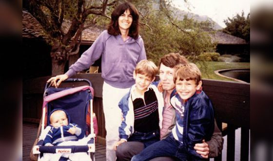 Джеймс Франко с родителями и братьями