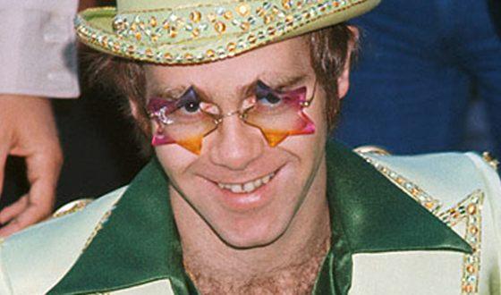 Элтон Джон в 1976 году сделал признание в бисексуальности