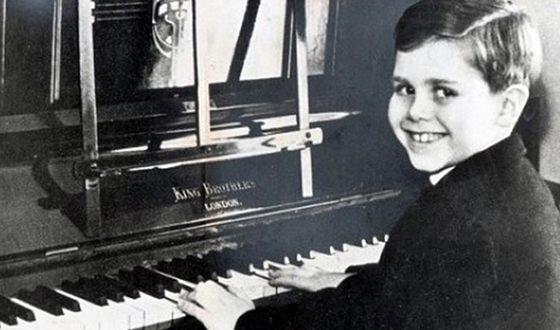 Элтон Джон в 11 лет уже поступил в Королевскую консерваторию