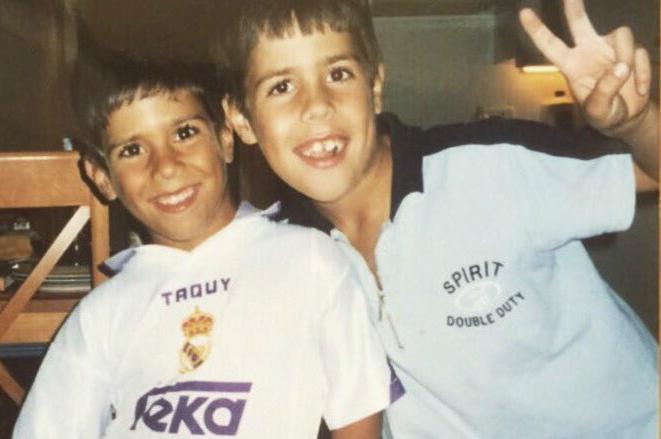 Марко Асенсио в детстве (со старшим братом)