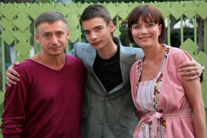 Екатерина Семенова и Антон Табаков с сыном