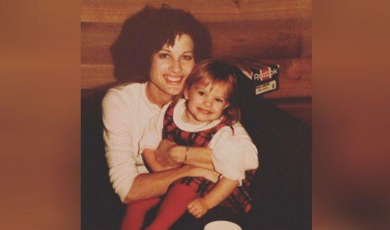 Маленькая Элизабет Мосс с мамой