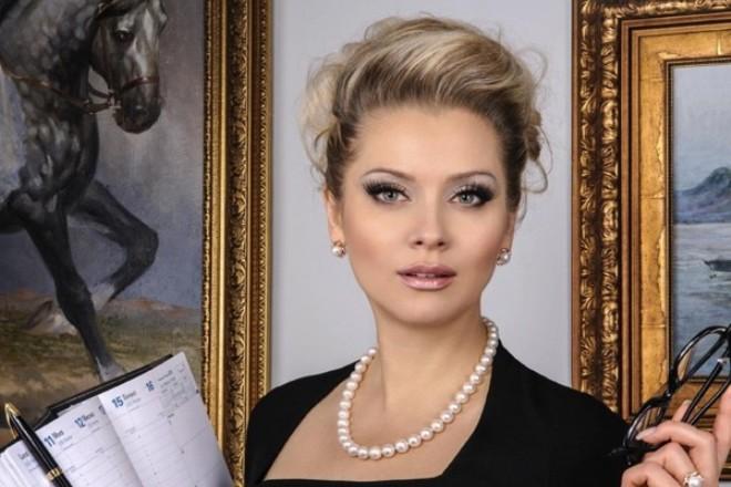 Ведущая Лена Ленина