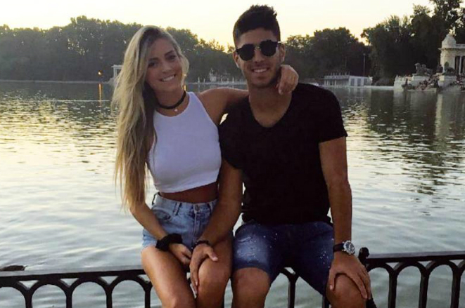 Марко Асенсио с девушкой