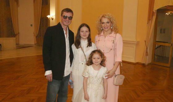 Мария Порошина с мужем и детьми