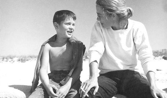 Роберт Де Ниро в детстве с мамой
