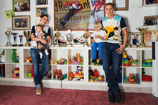 Иван Скобрев с семьей