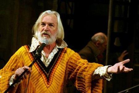 Станислав Любшин продолжает играть в театре