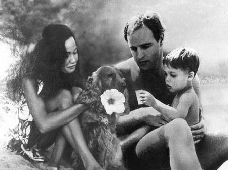 Марлон Брандо с женой и сыном