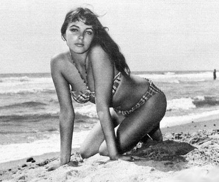 Джоан Коллинз в молодости начала сниматься в кино