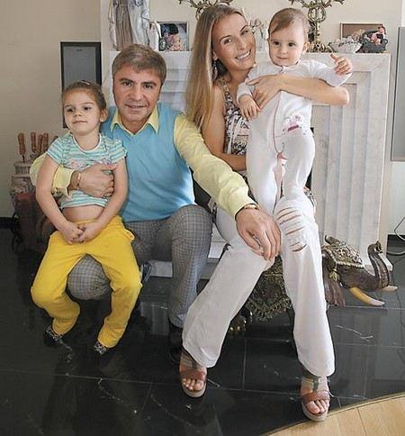 Сосо Павлиашвили с женой Ириной Патлах и дочерьми Лизой и Сандрой