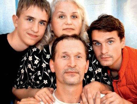 Федор Добронравов с женой Ириной и сыновьями Виктором и Иваном