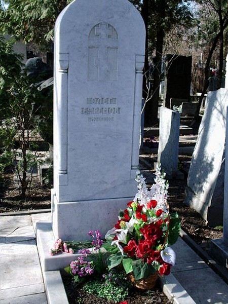 Могила Олега Ефремова