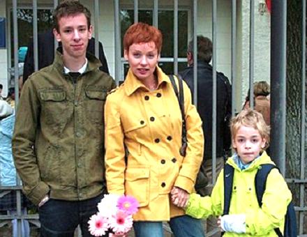 Жанна Эппле с сыновьями Потапом и Ефимом