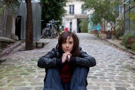 Путь певицы Заз к успеху был тернист: она работала официанткой и пела на улицах
