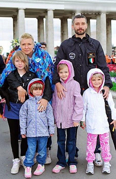Владимир Кристовский развелся с женой Валерией, которая родила ему четверых детей