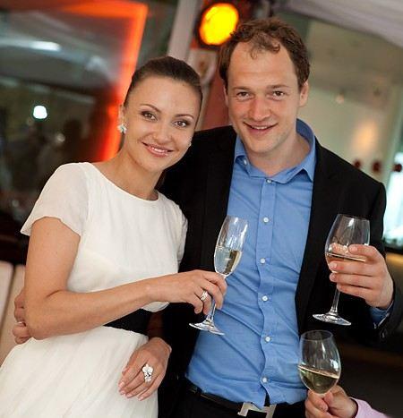 Хоккеист Илья Никулин с женой