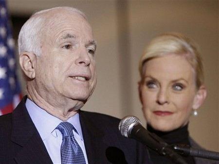 Джон Маккейн со второй женой Синди Лу Хенсли
