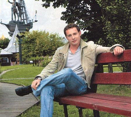 Дмитрий Исаев популярен благодаря работе в театре и в кино