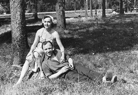 Актер Михаил Ульянов с женой актрисой Аллой Парфаньяк