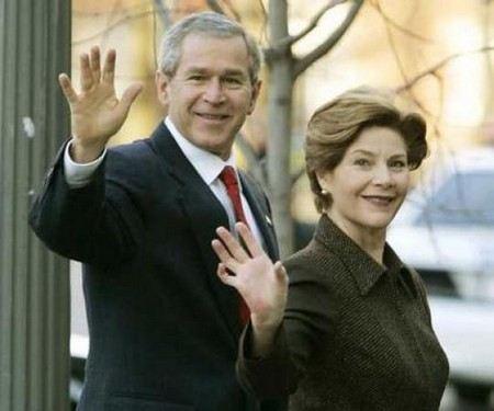 Джордж Буш-младший с женой в молодости