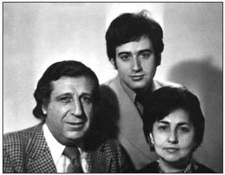 Арно Бабаджанян с женой и сыном