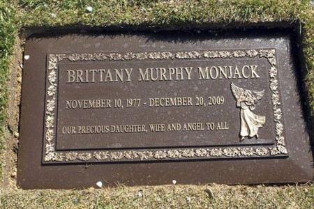Причиной смерти Бриттани Мерфи стала пневмония
