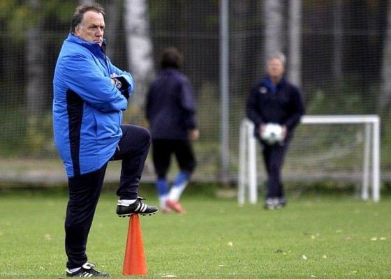 Дик Адвокаат до того как стать тренером был футболистом