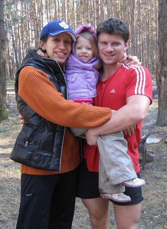 Елена Юшкевич с мужем и дочкой